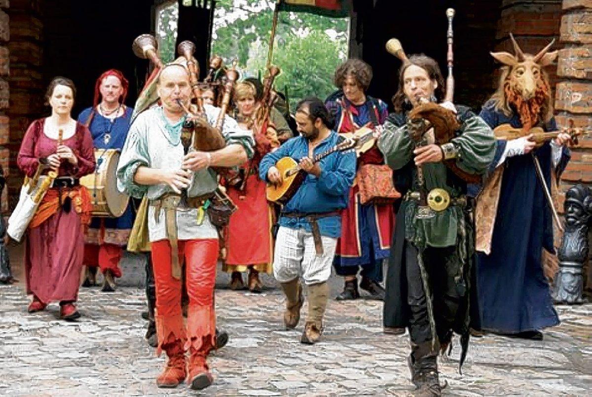 Drachen und Ritter auf dem Burgfest der Zitadelle - Spandau