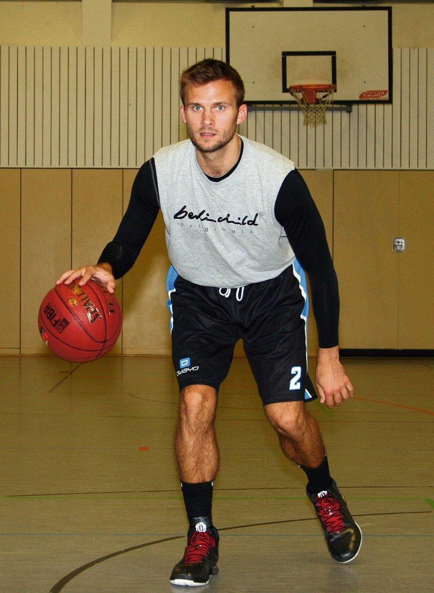 Der 25 Jährige Kevin Schaffartzik Hat Das Basketballspielen Beim TuS  Lichterfelde Erlernt Und Ist Nun
