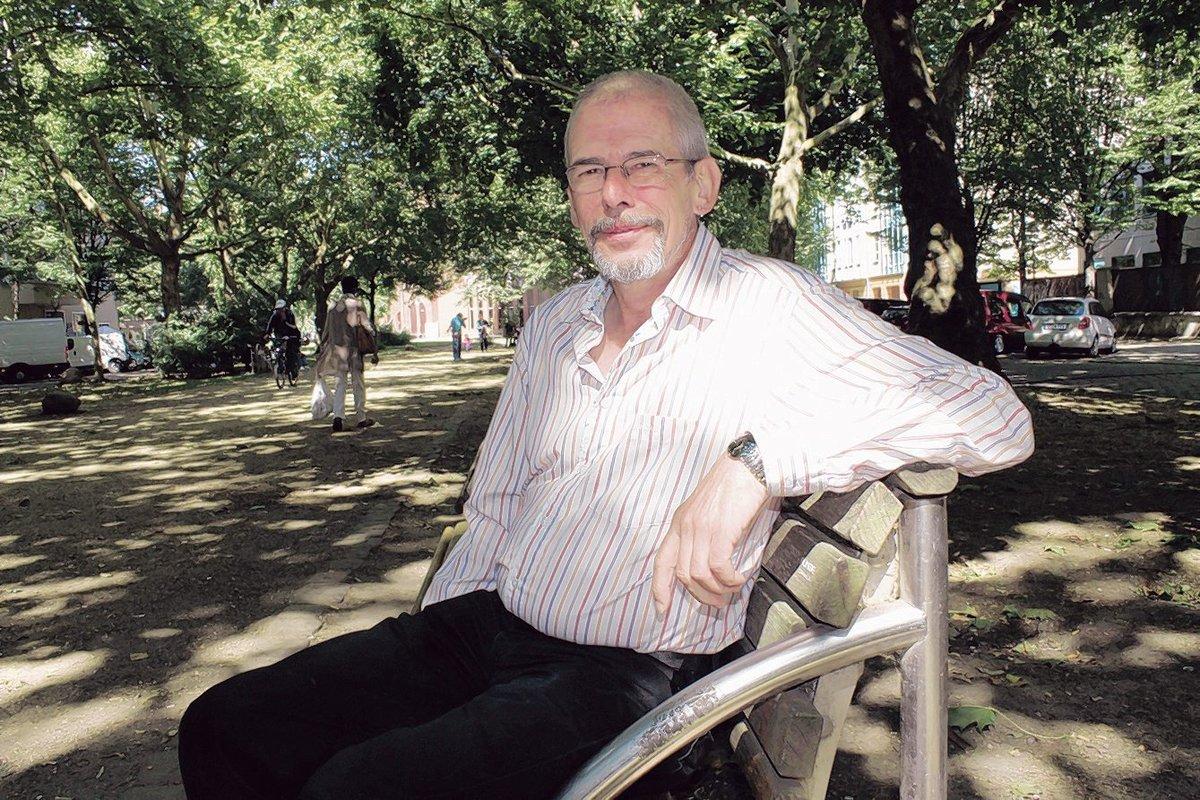 Gunnar Quiel-Rudawski entspannt sich gern mal bei einem Spaziergang im Schillerkiez.