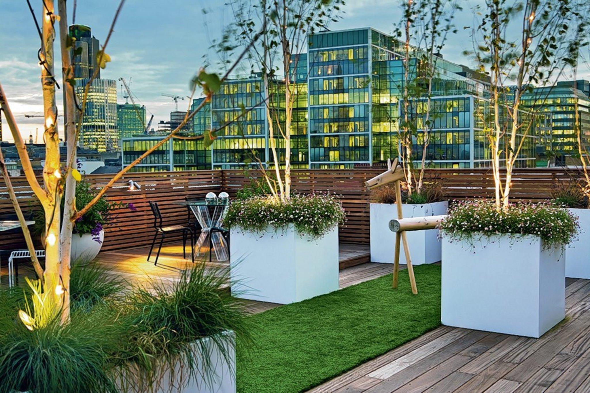 eine luxuri se terrasse auf dem eigenen dach anlegen mitte. Black Bedroom Furniture Sets. Home Design Ideas