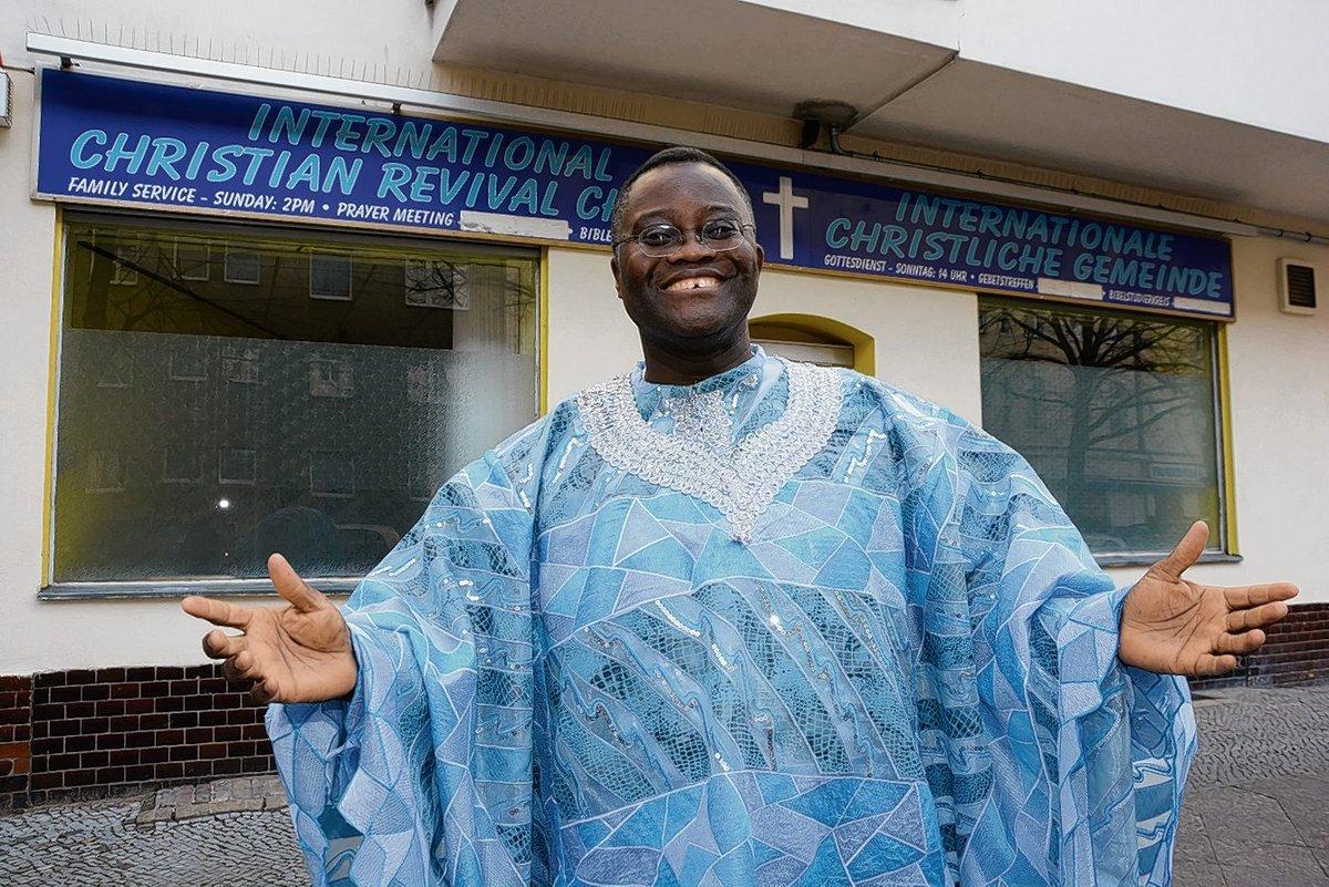 Reverend Kingsley Arthur von der International Christian Revival Church hat für seine ehrenamtliche Integrationsarbeit das Bundesverdienstkreuz bekommen.