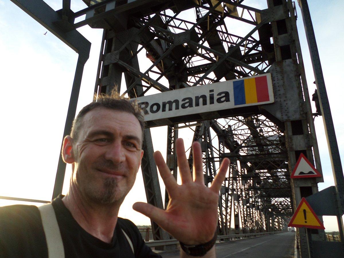 In Rumänien unterstützt Sven Marx den Bau von Grundschulen.