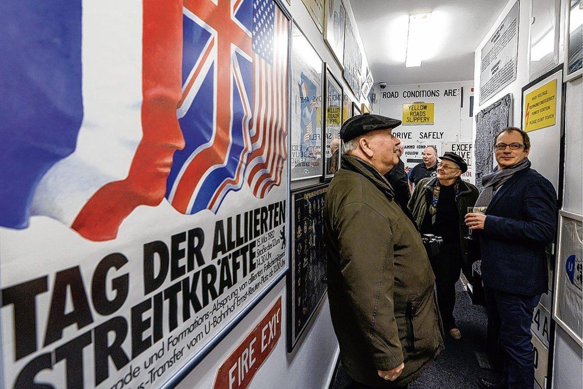 """Private Sammlungen öffentlich gemacht: Kaum ein Zentimeter der Hütte, dem neuen Museum """"West Alliierte in Berlin"""" blieb ungenutzt."""