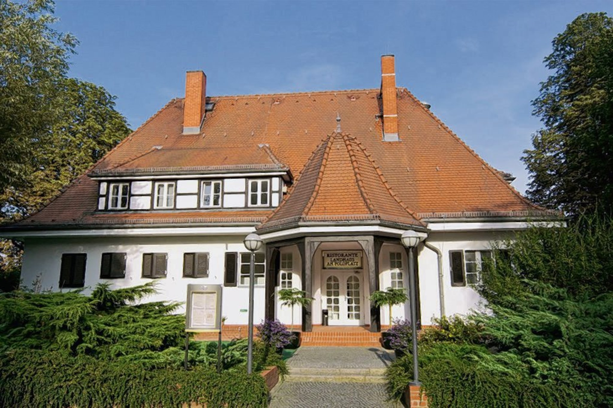 endlich fr hling ab ins landhaus am poloplatz frohnau. Black Bedroom Furniture Sets. Home Design Ideas