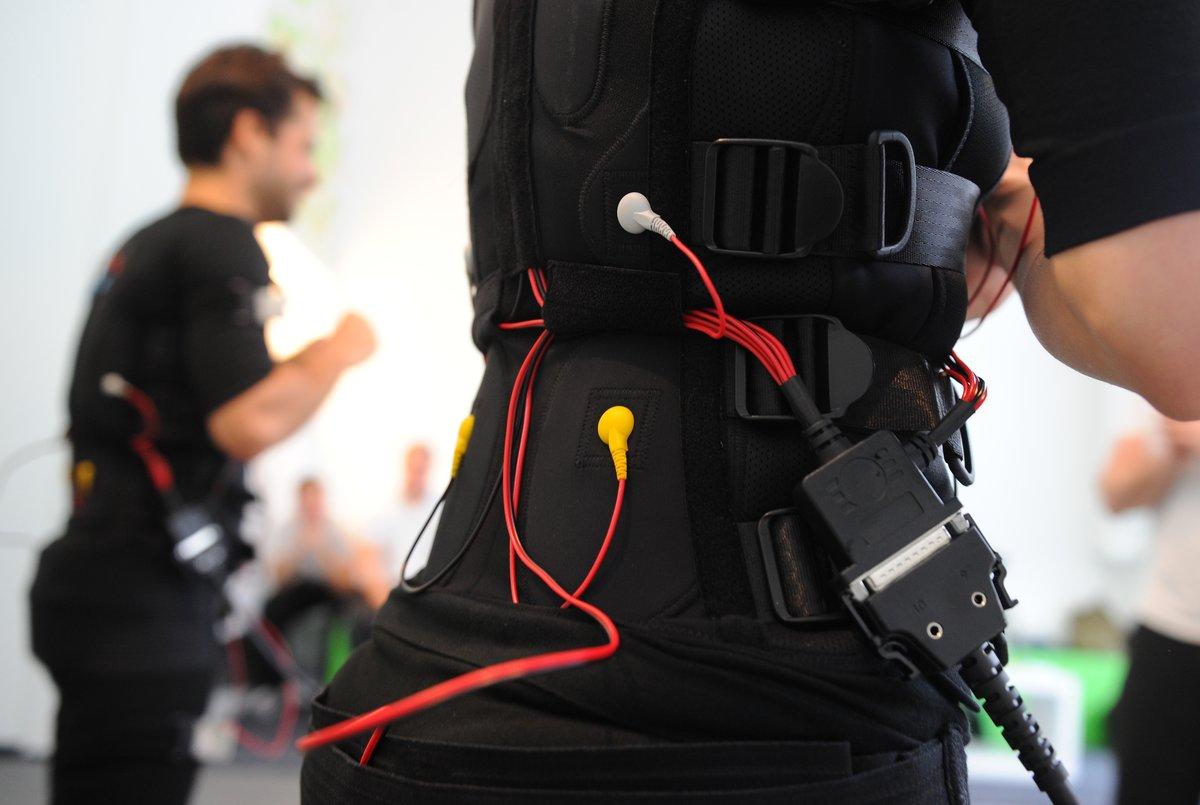 Beim Sport verkabelt: Einstieg in das EMS-Training - Mitte