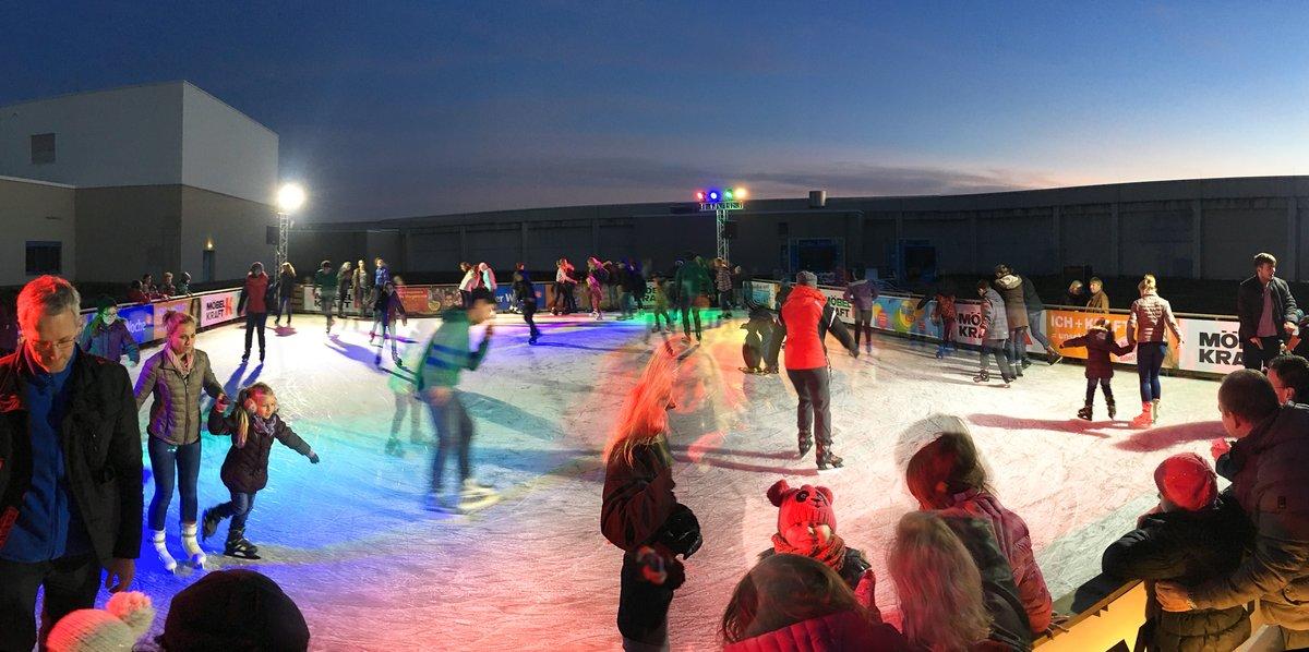 Ab Aufs Eis Möbel Kraft Am Sachsendamm Hat Die Eislaufbahn Eröffnet