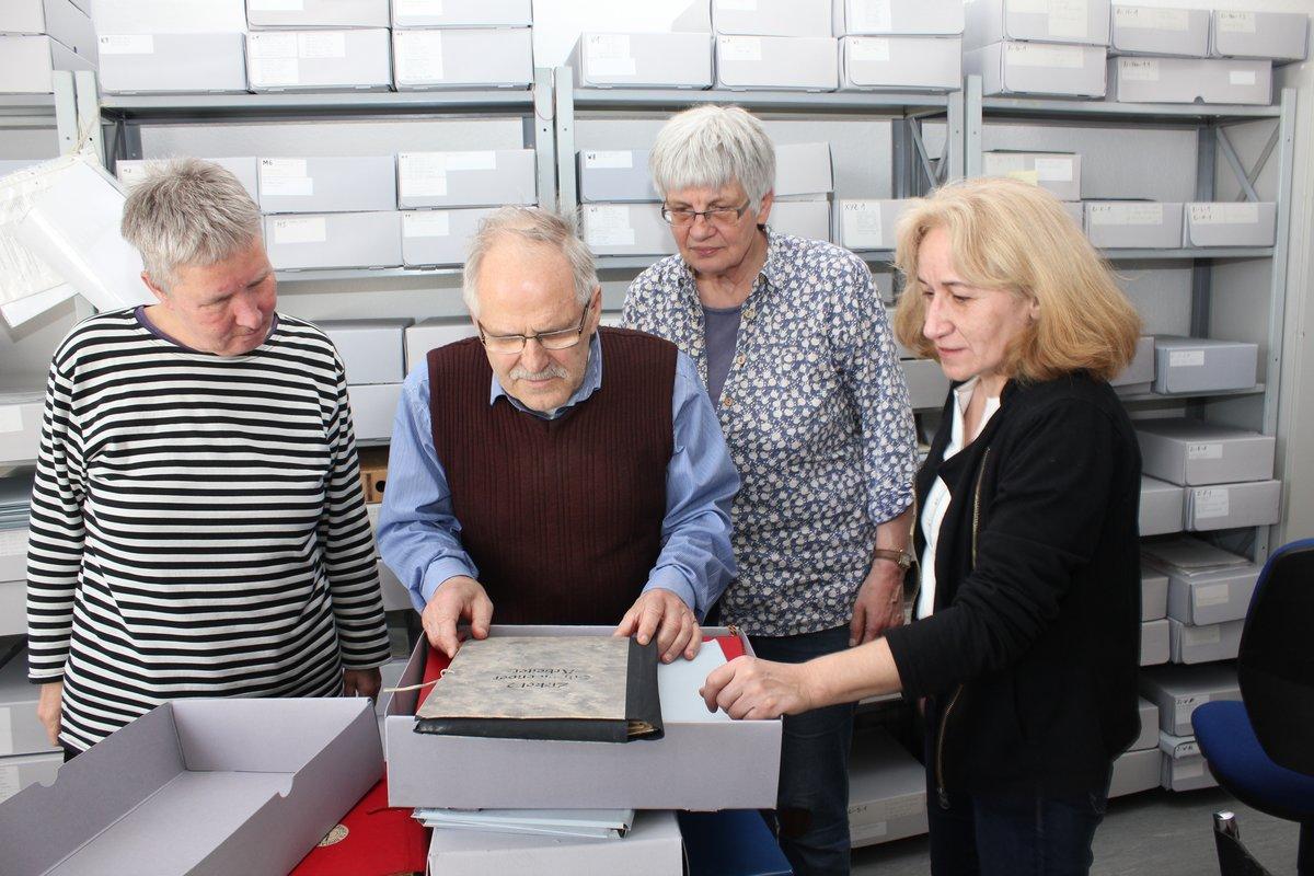 """Dagmar Heymann, Jürgen Kögel, Dolores Pieschke und Britta Suckow kümmern sich um das """"Archiv schreibende ArbeiterInnen""""."""
