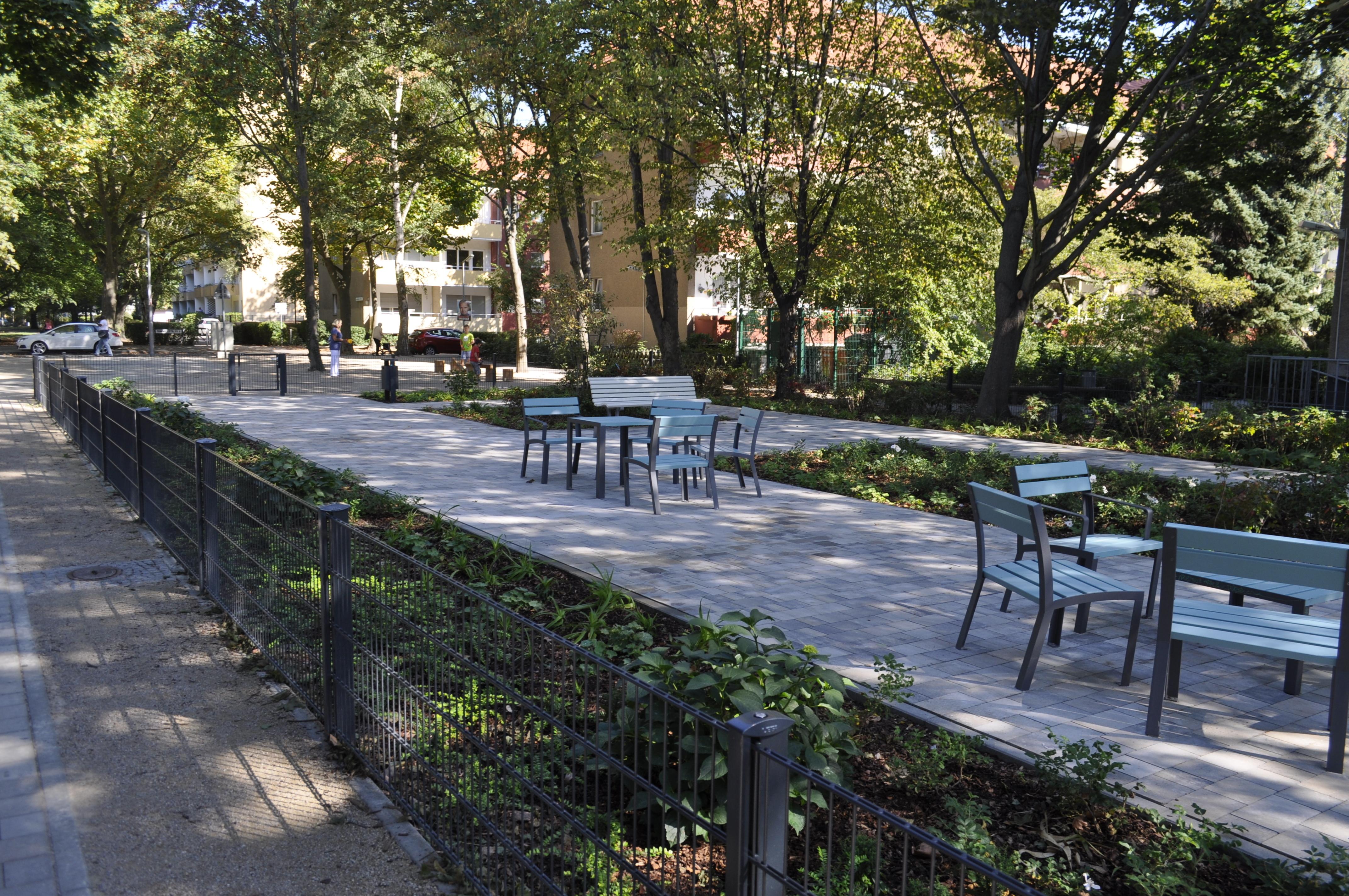 kiezgarten statt drogenecke freiluft nachbarschaftstreff spielplatz und fu weg im lettekiez. Black Bedroom Furniture Sets. Home Design Ideas
