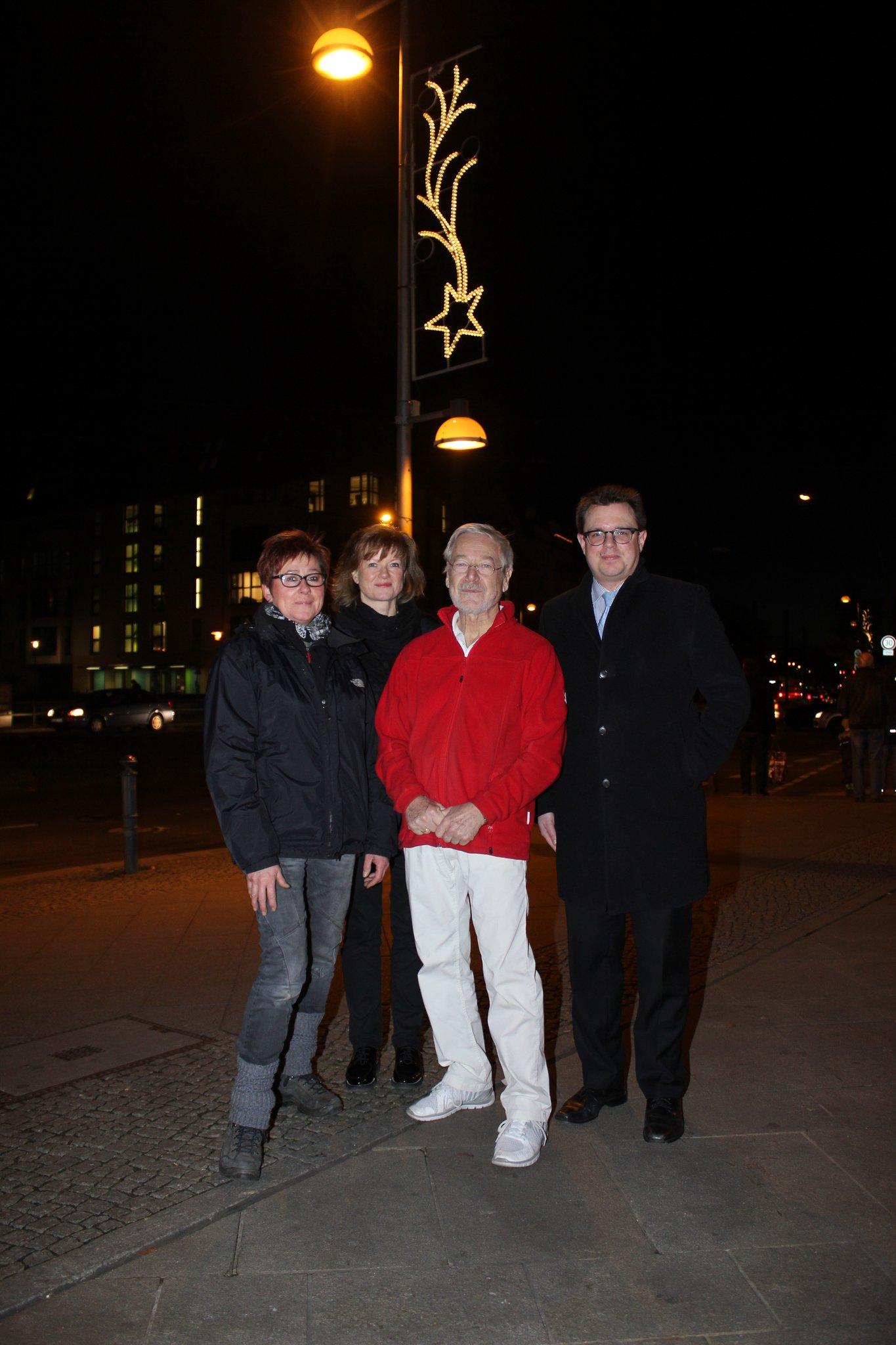 Weihnachtsbeleuchtung Xxl.Festlich Beleuchtete Allee Die Ig City Weißensee Sorgt Wieder Für