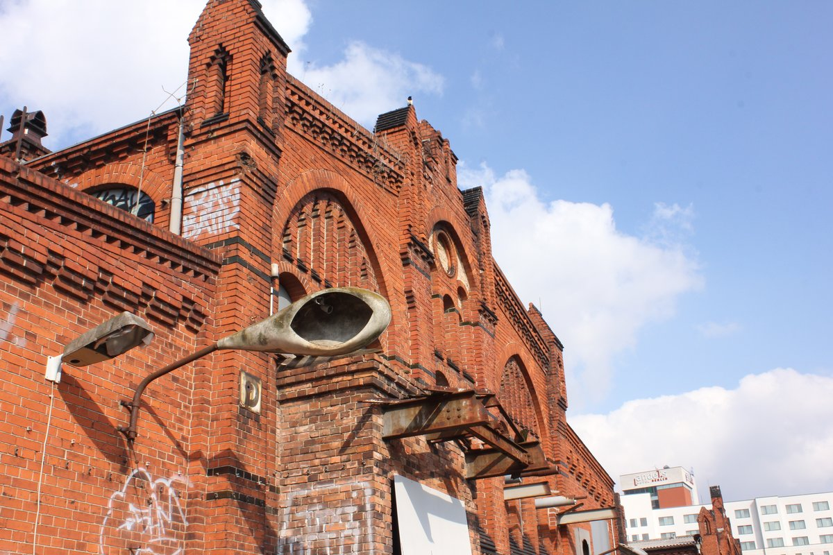 Nach Auffassung der Bürgerinitiative sollte sich der Bezirk für den Erhalt der alten Hallen einsetzen.