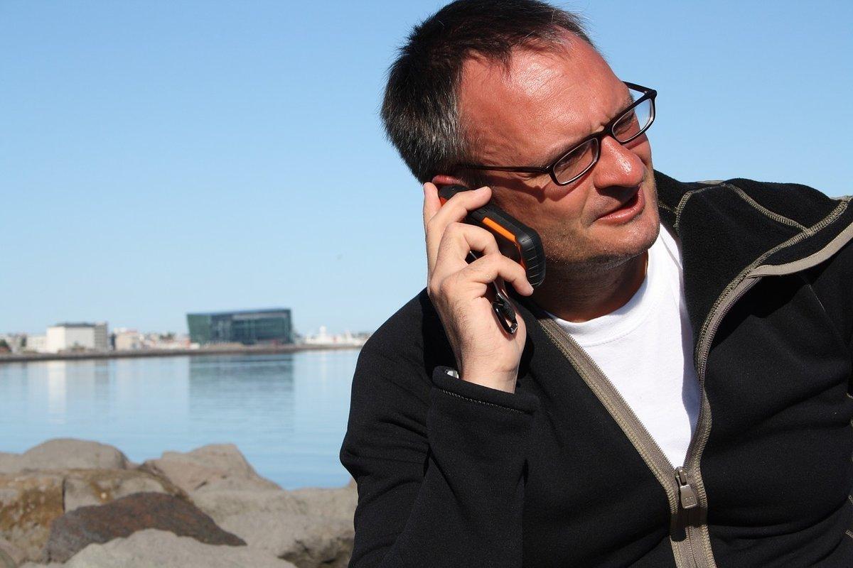 Ab 15. Juni dürfen in der EU keine Roaming-Gebühren von ausländischen Mobilfunknutzern kassiert werden, auch Daten- und Zeitlimits soll es nicht mehr geben.