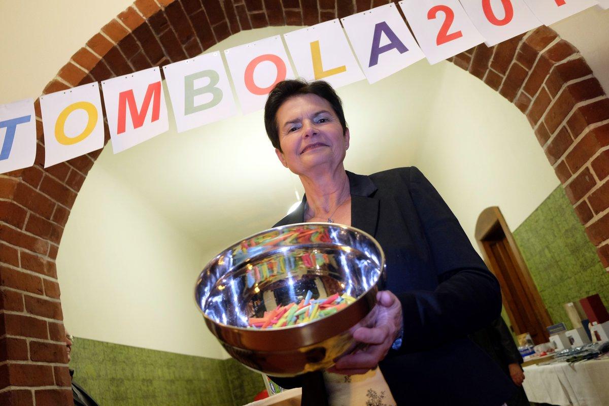Kerstin Kirste vom Tourismusverein verkaufte Tombolalose.