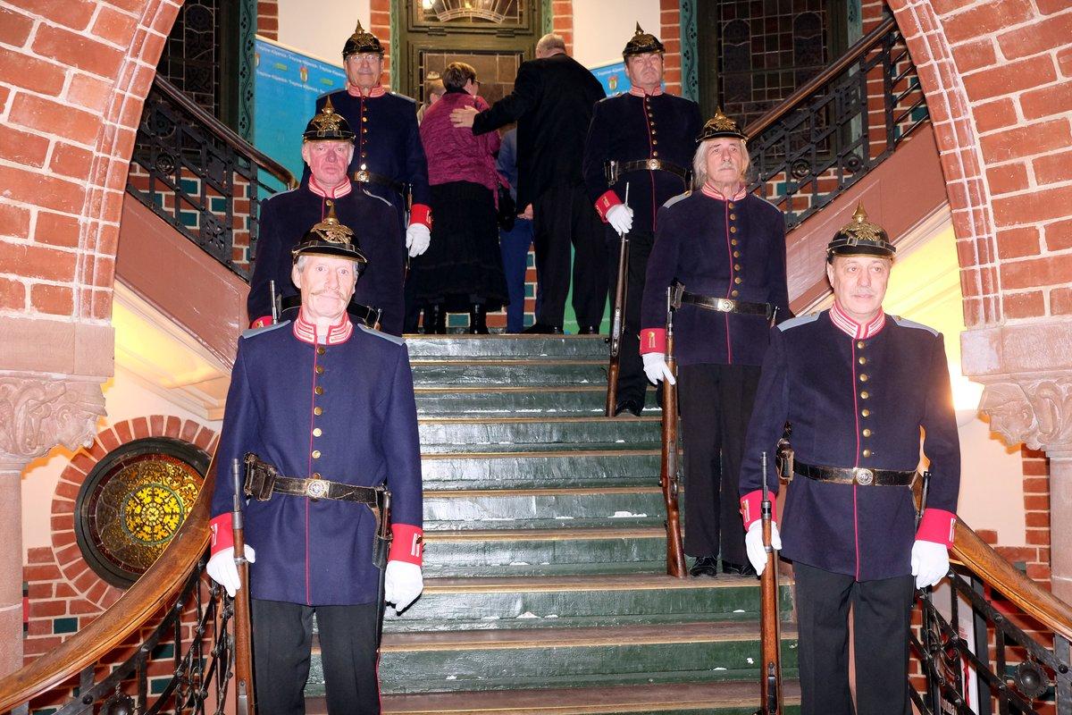 Die Köpenicker Hauptmanngarde steht zum Empfang bereit.