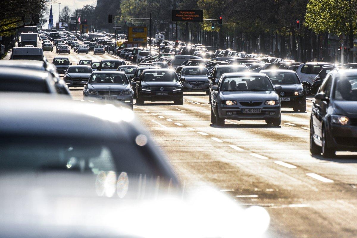 Der Verkehr als Gefahr? Auf Magistralen wie dem Kaiserdamm ist die Dichte schädlicher Partikel besonders hoch.