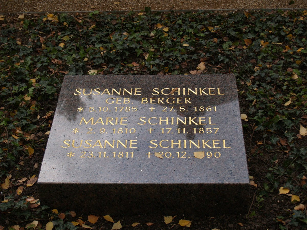Grabstätte Familie Schinkel: Karl Friedrich, Susanne (*1785), Marie (*1810), Susanne (*1811). Dorotheenstädtischer Friedhof, Chausseestraße Berlin. Foto: Anne Schäfer-Junker, 2011