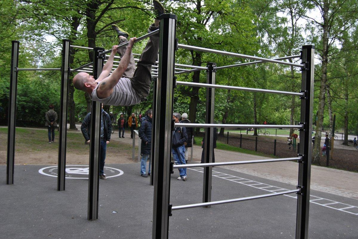 Klettergerüst Erwachsene : Nur für erwachsene: neue fitnessanlage im volkspark wilmersdorf