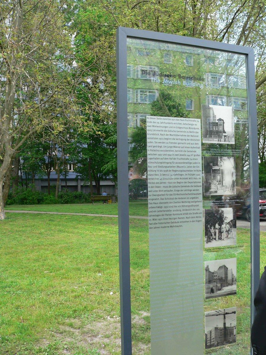 Auf der Tafel finden sich nicht nur Informationen, sondern auch einige Bilder zur Geschichte dieses Grundstücks. Foto: Frey