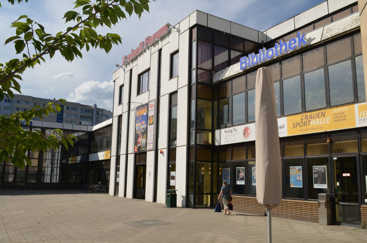 Bis September will das Bezirksamt eine Entscheidung über die Zukunft der Frauensporthalle im Freizeitforum Marzahn treffen.