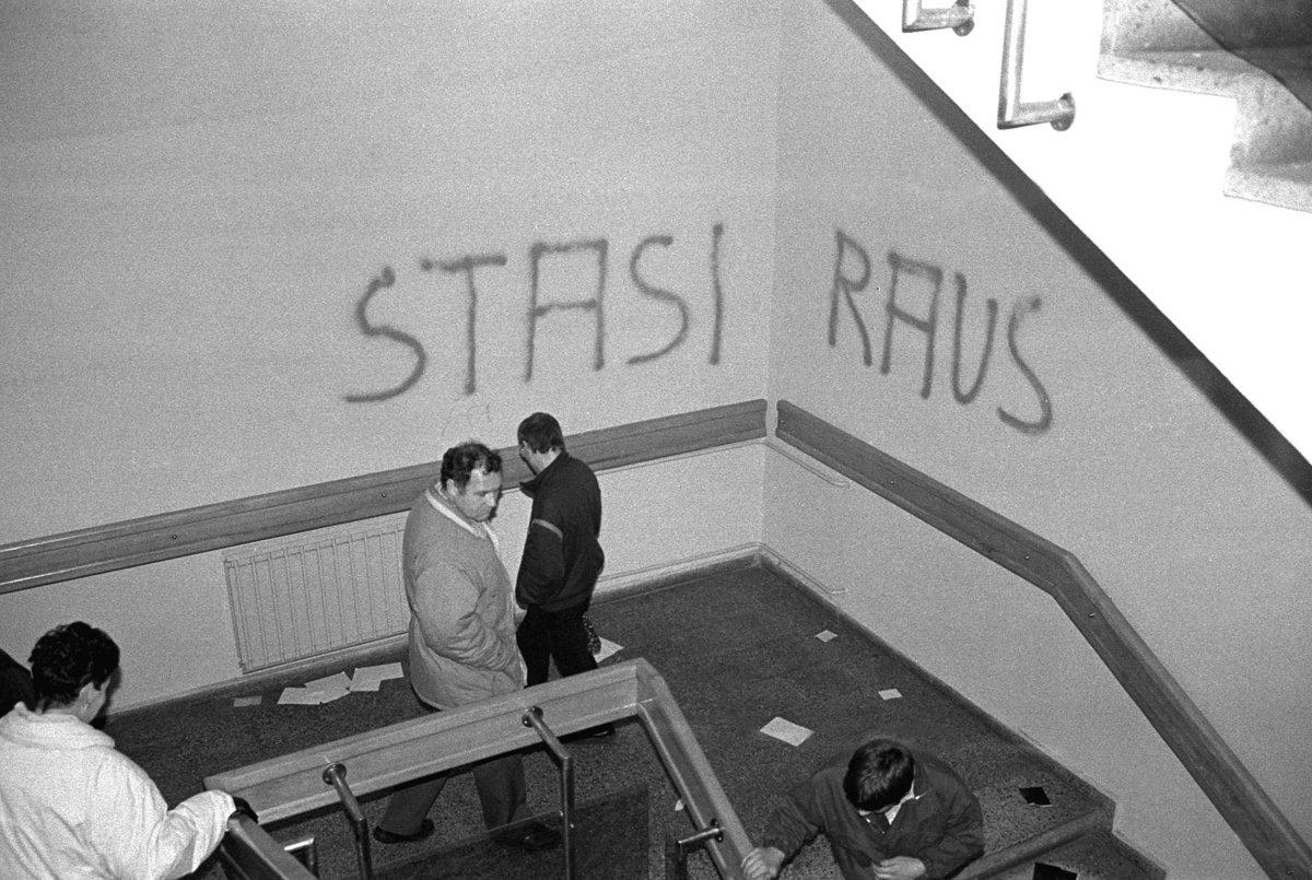 Sturm auf die Stasizentrale, Berlin 15.1.1990, Treppenhaus von Haus 18.