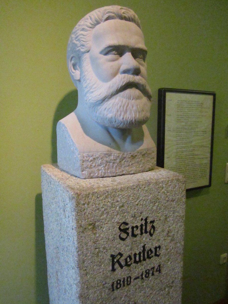 Dem niederdeutschen Dichter Fritz Reuter ist in der ehemaligen Hauptwache eine ständige Ausstellung gewidmet.