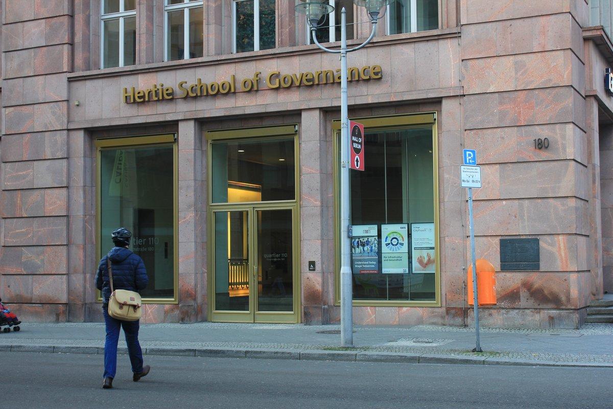 Die Hertie School of Governance ist eine der teuersten privaten Hochschulen der Stadt. Absolventen winken zum Beispiel Jobs bei der Weltbank oder der Europäischen Kommission.