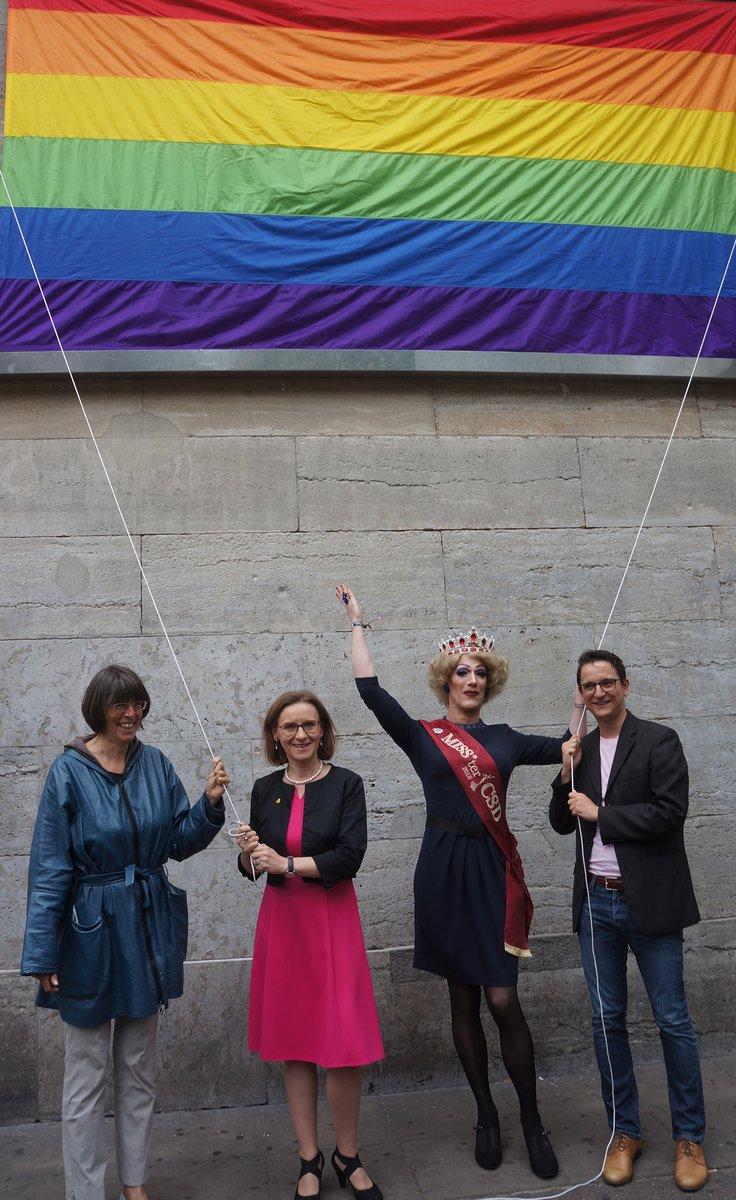 Staatssekretärin Margit Gottstein, BVG-Chefin Sigrid Nikutta, CSD-Königin Gaby Tubber und LSVD-Geschäftsführer Jörg Steinert (von links).