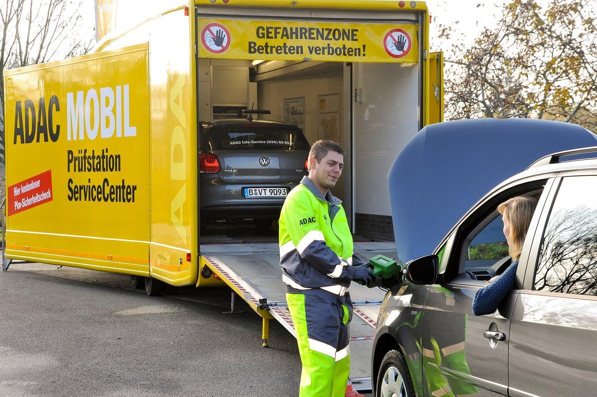 Mit Möbel Kraft Sicher In Den Urlaub Adac Prüfdienst Truck Kommt