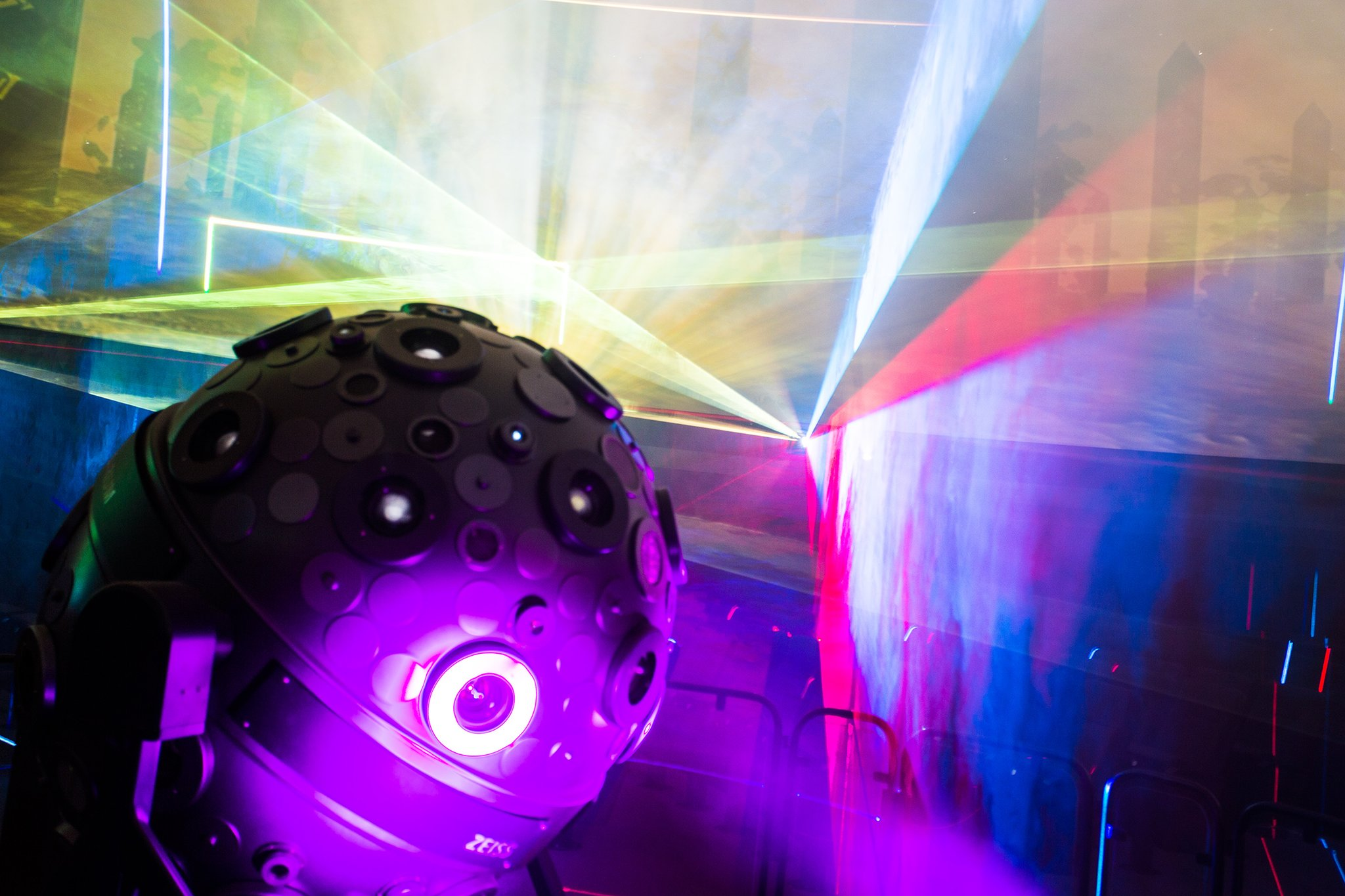 Die dunkle Seite des Mondes: Neue Laser-Show mit Musik von