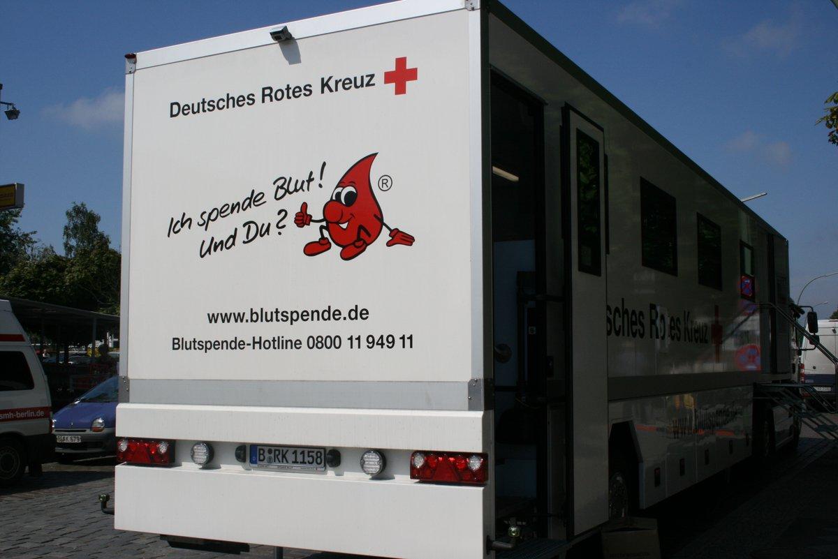 Blutsauger Auf Halloween Tour Drk Blutspendedienst Und Mediamarkt