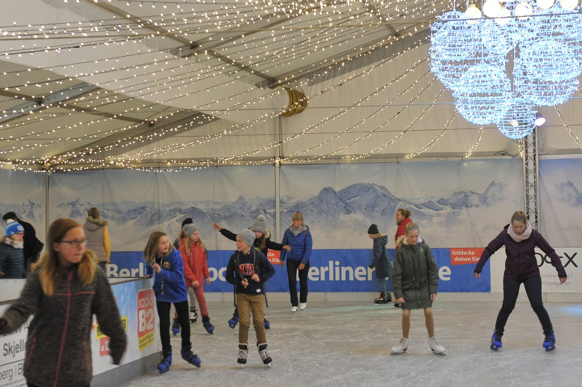 Schlittschuhlaufen Berlin Weihnachtsmarkt.Rauf Aufs Eis Viel Spaß Porta Eröffnet Vor Dem Einrichtungshaus