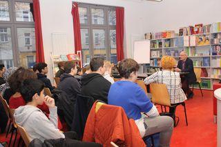 Stefan Brandt erzählte Schülern und Lehrern der Heinz-Brandt-Schule vom Leben mit seinem Vater.