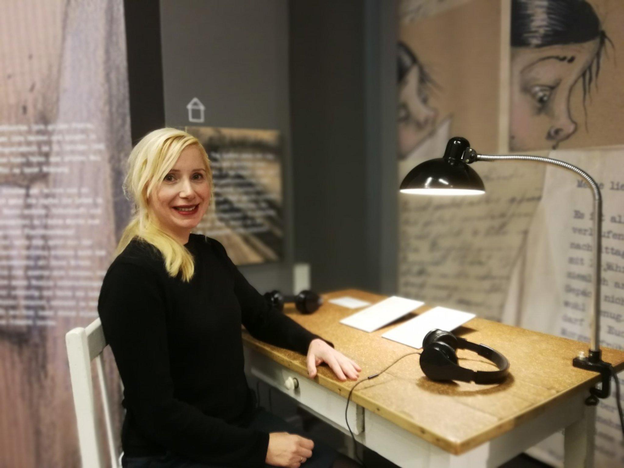 Eindruckliche Gedenkarbeit Birgitta Behr Verpackt Stolperstein Schicksal Als Graphic Novel In Der Ausstellung Susi Die Enkelin Von Haus N 4 Charlottenburg