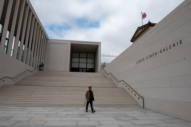 Anschlag Auf Kunstschatze Unbekannte Beschadigen Auf Der Museumsinsel 70 Wertvolle Artefakte Mitte