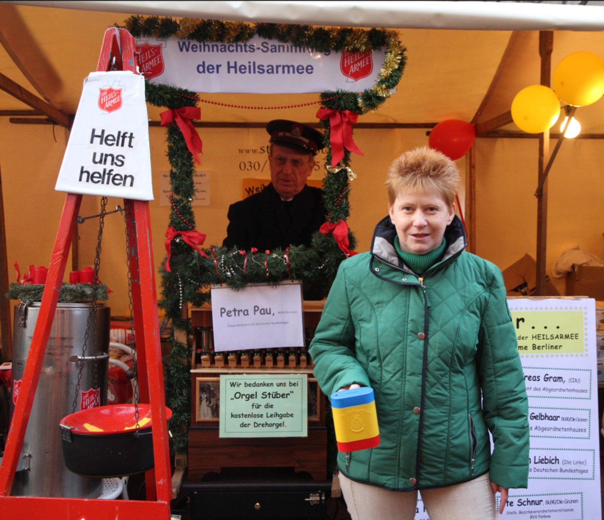 Politiker orgeln, damit Bedürftige Weihnachten feiern können